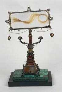 La ciocca di capelli di Lucrezia Borgia conservata presso la Biblioteca Ambrosiana di Milano
