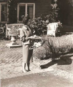 L'attrice Vivien Leigh, interprete di Rossella O'Hara al cinema, nella tenuta di Tickerage Mill