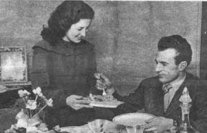 Un'immagine privata di Valentino Mazzola, qui in casa insieme alla seconda moglie Giuseppina Cutrone