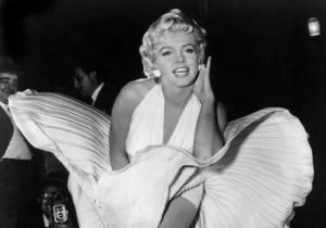 Marilyn Monroe nella celeberrima scena del film Quando la moglie è in vacanza