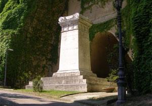 Tomba di Giacomo Leopardi, Parco Virgiliano, Napoli