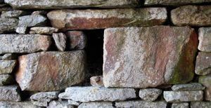 """La tipica """"finestra"""" di una casa medievale"""