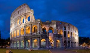 Il Colosseo in una suggestiva e romantica immagine notturna