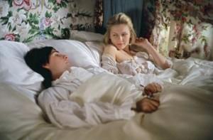 """La prima notte di nozze tra Maria Antonietta e il Delfino nel film """"Marie Antoinette"""""""