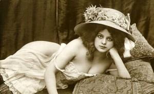 L'ideale di bellezza femminile all'inizio del secolo scorso: seno prosperoso e fianchi morbidi. Tra i vari metodi depilatori utilizzati all'epoca, c'era anche il processo di Quinquaud