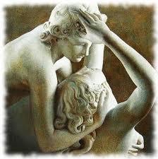 L'amore tra uomo e donna rappresentato in una statua