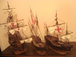 Modellini delle caravelle di Cristoforo Colombo, tra cui quello della Santa Maria