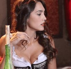 Megan Montaner è Lola la Valenciana