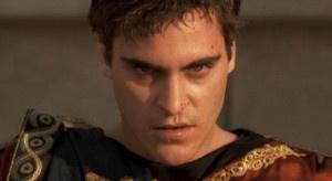"""Joaquin Phoenix interpreta Commodo nel film """"Il gladiatore"""". Nella realtà, la fine del tiranno fu decisa da una congiura di palazzo"""