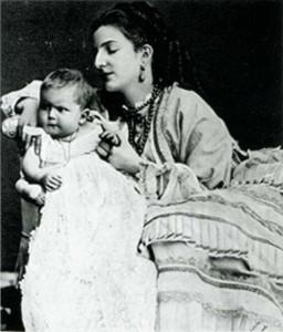 La regina Margherita con Vittorio Emanuele neonato