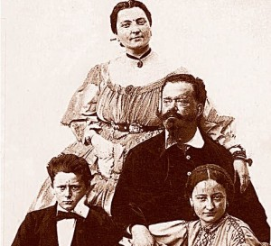 """Ritratto di famiglia per Vittorio Emanuele II con la """"bella Rosina"""" e i figli"""