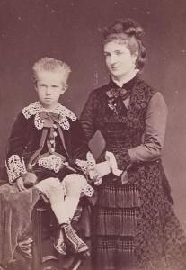 La Regina Margherita con il figlio Vittorio Emanuele