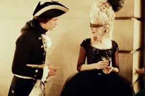 """Maria Antonietta e Fersen si incontrano per la prima volta durante un ballo in maschera (dal film """"Marie Antoinette"""")"""