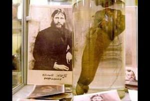 I genitali di Rasputin conservati all'interno di una teca presso il Museo erotico di San Pietroburgo