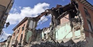 Crolli ad Amatrice, fortemente colpita dal terremoto di stanotte