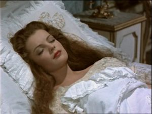 Sissi dormiva su un cuscino con federa in seta