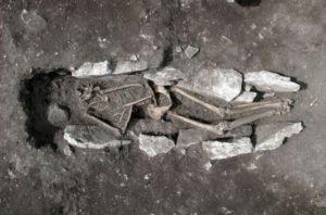 I resti umani del giovane trovato sul Monte Lykaion, in Grecia