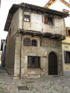 Le case medievali blog dedicato for Una storia di casa piani di log